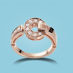 BVLGARI BVLGARI 18 kt rosé gold ring with diamonds.